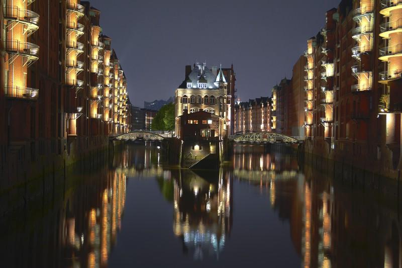 Das Ergebnis: Speicherstadt Hamburg bei Nacht [HDR]